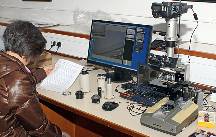 Lian Smallman with the Olympus/Canon photomicrography demonstration