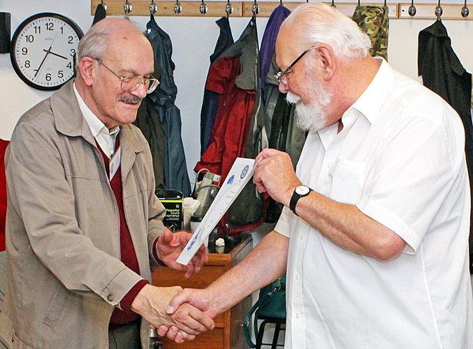 Les Franchi receiving certificate from Carel Sartory