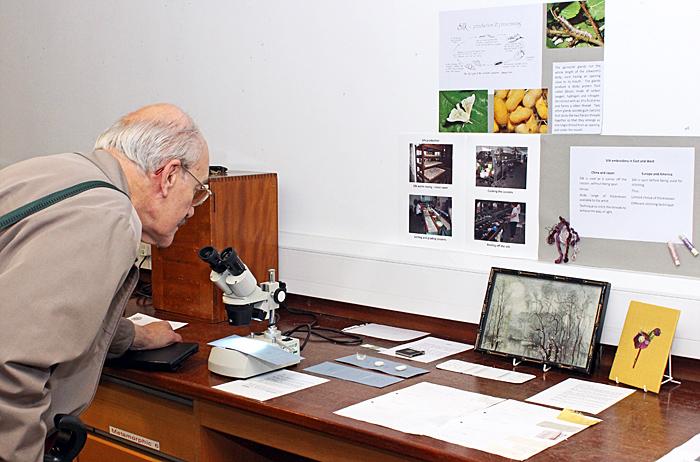 Les Franchi admiring Joan Bingley's exhibit