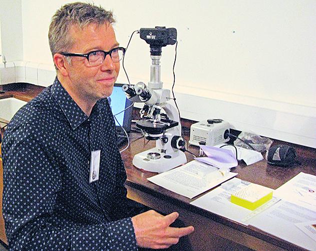 Wim von Egmond judging the slides