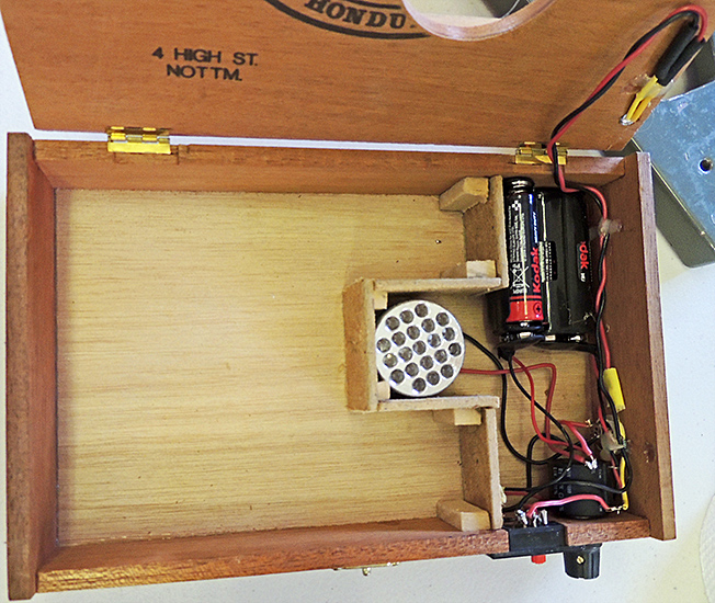 Transmitted-light base in cigar box