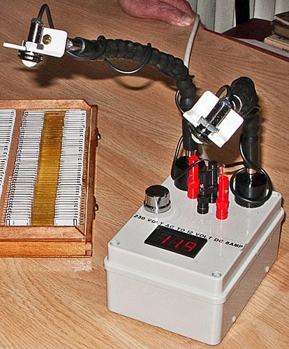 Dual-arm LED illuminator