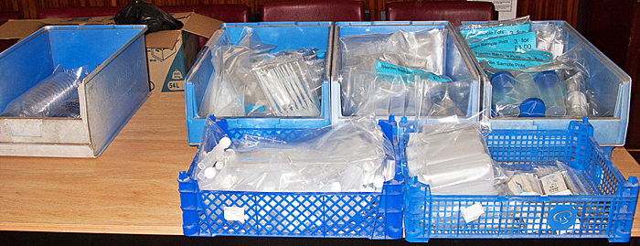 Plastic laboratory ware