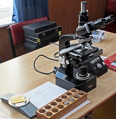 Nikon S-Ke trinocular microscope