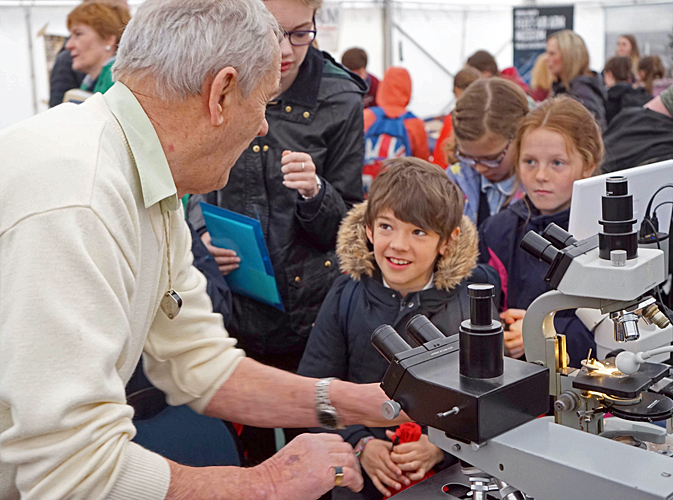 Klaus Kemp explaining diatoms to young visitors