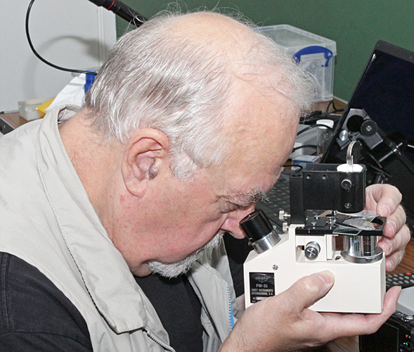 Paul Smith with Swift FM-31 portable microscope