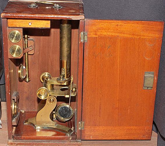 Narrow microscope in shallow box