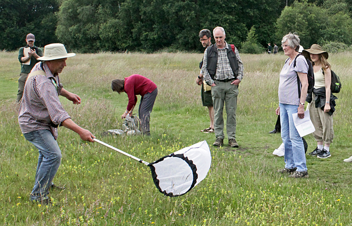 Les Evans-Hill demonstrating netting techniques